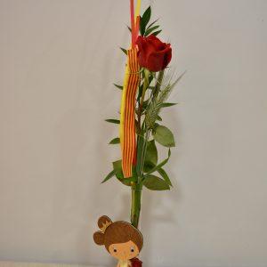rosa para sant jordi con libro catalunya